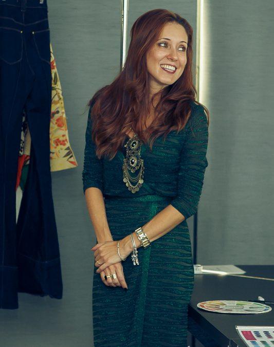 Cristine Carvalho participa  de evento em Curitiba