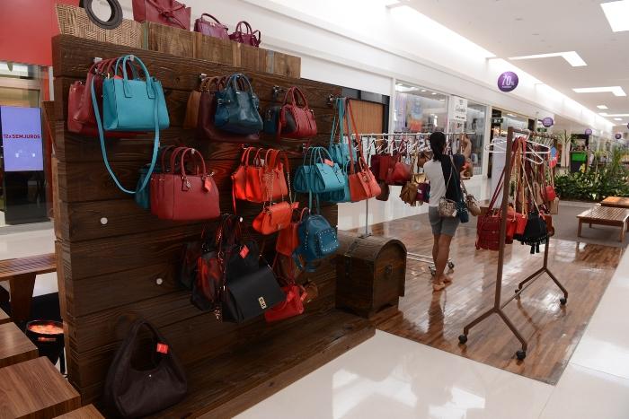 Bazar de calçados e acessórios doIguatemi Caxias oferece descontos de até 70%