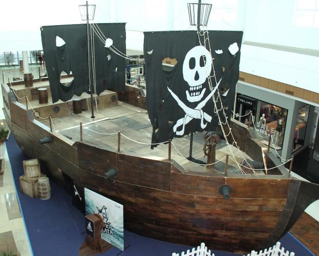 Navio Pirata atraca no Iguatemi Caxias