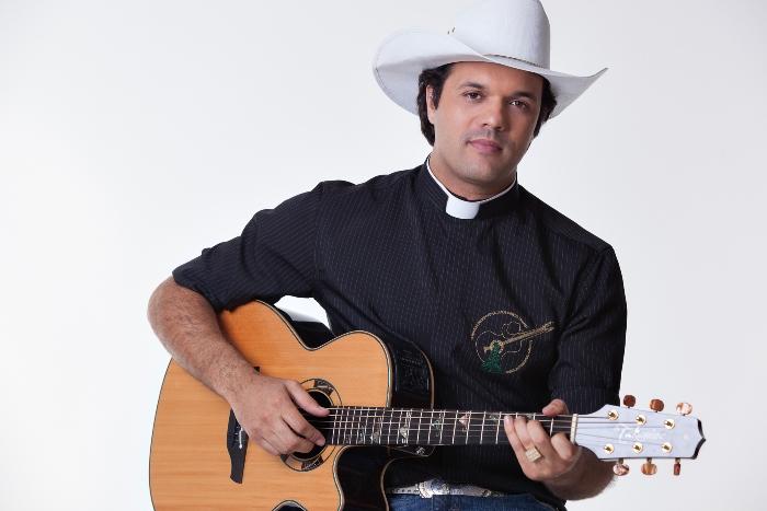 Padre Alessandro Campos fazshow no Iguatemi Caxias
