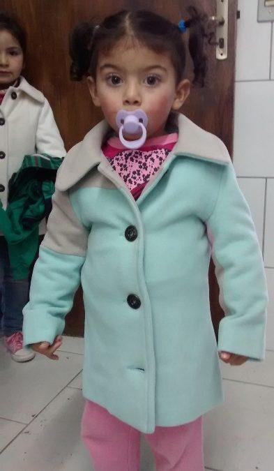 Personalità entrega 570 casacos infantis e cobertores para Pastoral do Pão