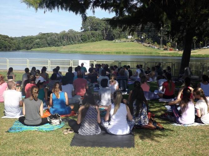 Centro Satyadhara promove Yoga no Jardim Botânico