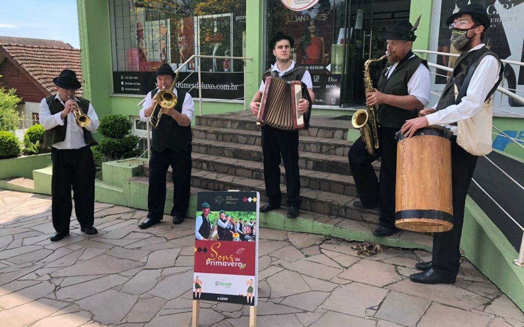Nova Petrópolis recebe a primavera ao som de bandinhas típicas alemãs